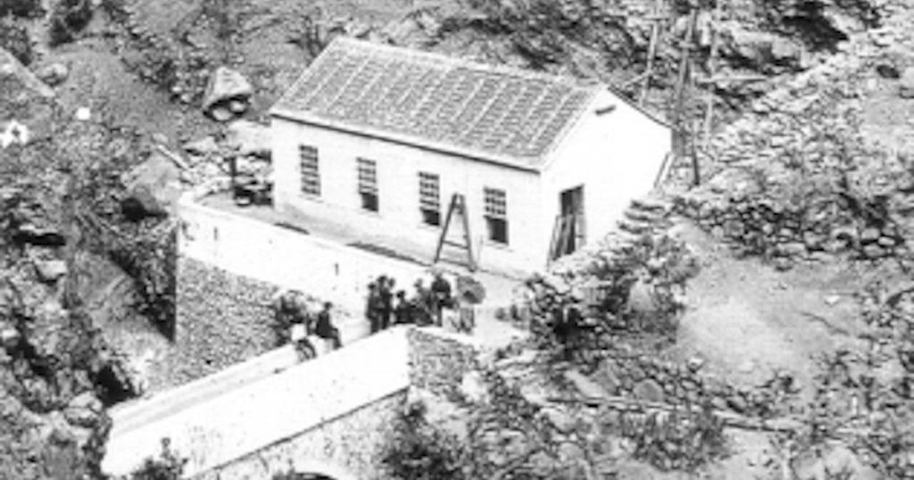 El Electrón power plant during construction in 1893.